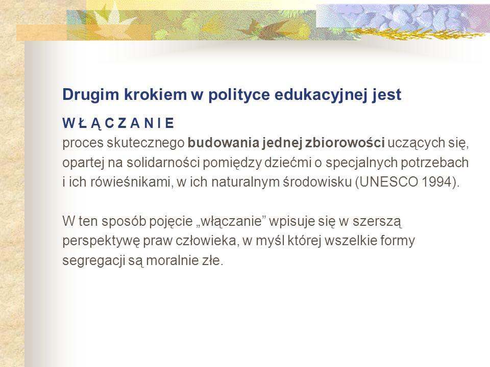 Drugim krokiem w polityce edukacyjnej jest W Ł Ą C Z A N I E proces skutecznego budowania jednej zbiorowości uczących się, opartej na solidarności pom
