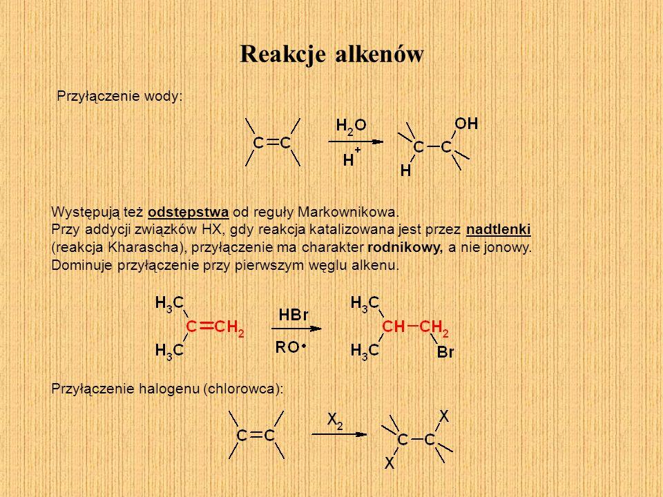 Reakcje alkenów Występują też odstępstwa od reguły Markownikowa. Przy addycji związków HX, gdy reakcja katalizowana jest przez nadtlenki (reakcja Khar