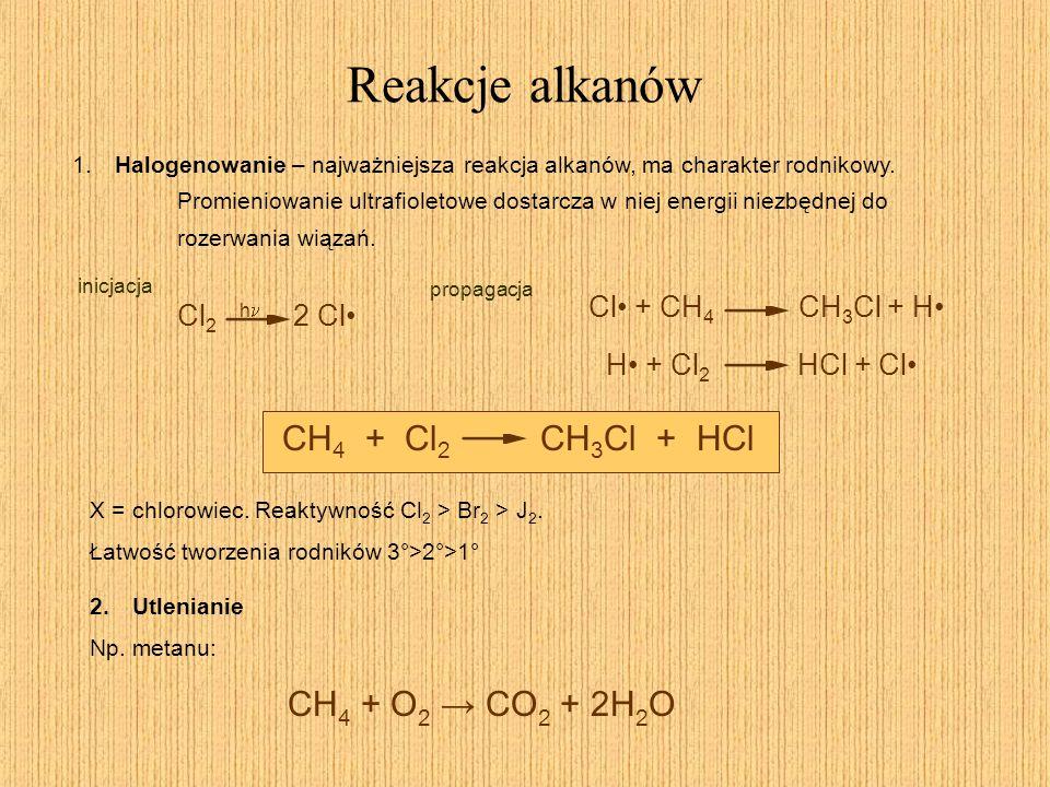 Reakcje alkanów 1. Halogenowanie – najważniejsza reakcja alkanów, ma charakter rodnikowy. Promieniowanie ultrafioletowe dostarcza w niej energii niezb