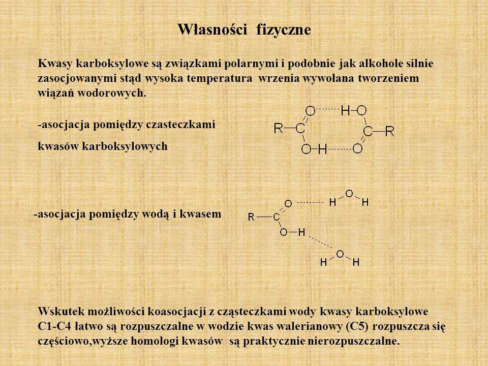 Własności fizyczne Kwasy karboksylowe są związkami polarnymi i podobnie jak alkohole silnie zasocjowanymi stąd wysoka temperatura wrzenia wywołana two