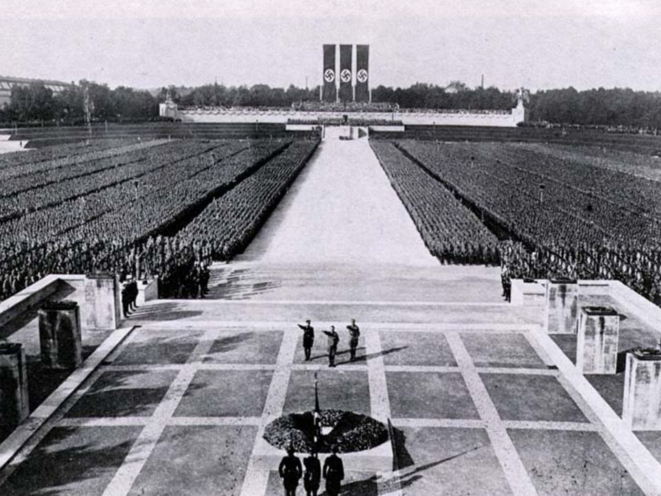 Adolf Hitler Adolf Hitler (ur.20 kwietnia 1889) w Braunau nad Inn, zm.