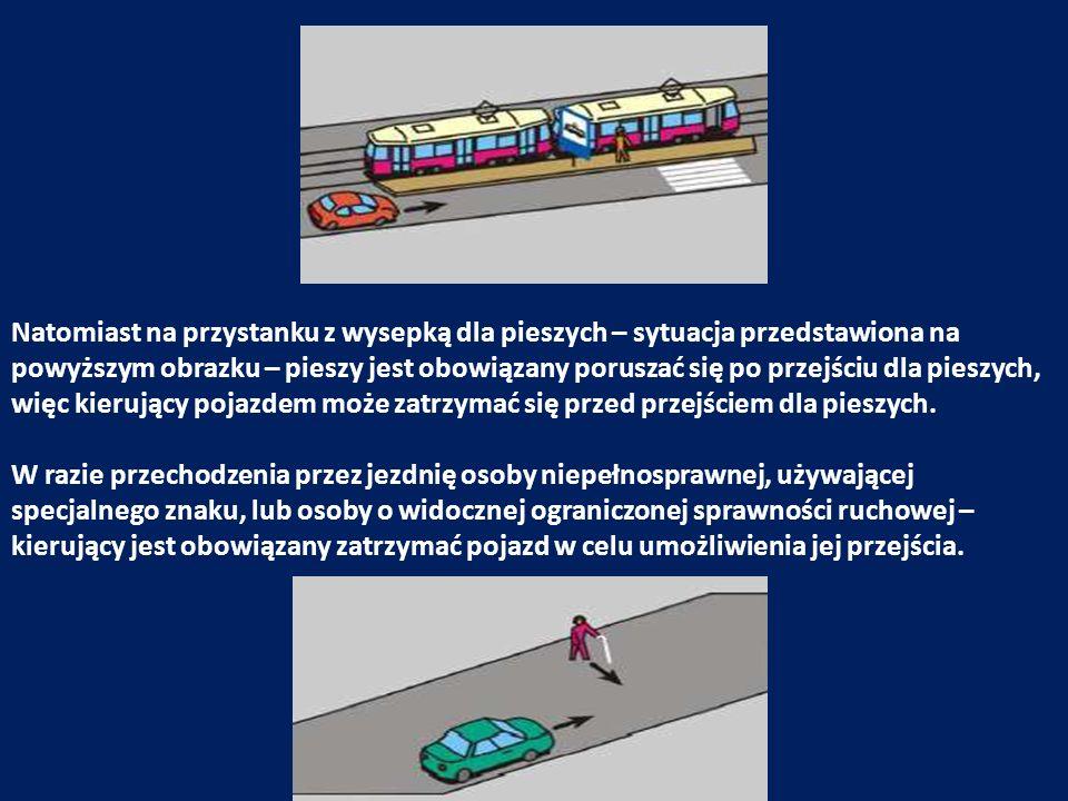 Natomiast na przystanku z wysepką dla pieszych – sytuacja przedstawiona na powyższym obrazku – pieszy jest obowiązany poruszać się po przejściu dla pi