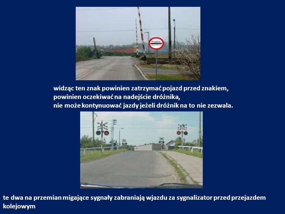 widząc ten znak powinien zatrzymać pojazd przed znakiem, powinien oczekiwać na nadejście dróżnika, nie może kontynuować jazdy jeżeli dróżnik na to nie