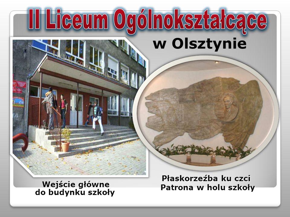 Wejście główne Wejście główne do budynku szkoły do budynku szkoły Płaskorzeźba ku czci Płaskorzeźba ku czci Patrona w holu szkoły Patrona w holu szkoł