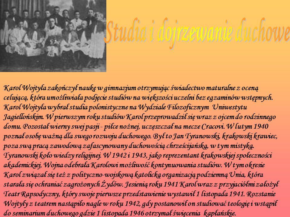Karol Wojtyła zakończył naukę w gimnazjum otrzymując świadectwo maturalne z oceną celującą, która umożliwiała podjęcie studiów na większości uczelni bez egzaminów wstępnych.