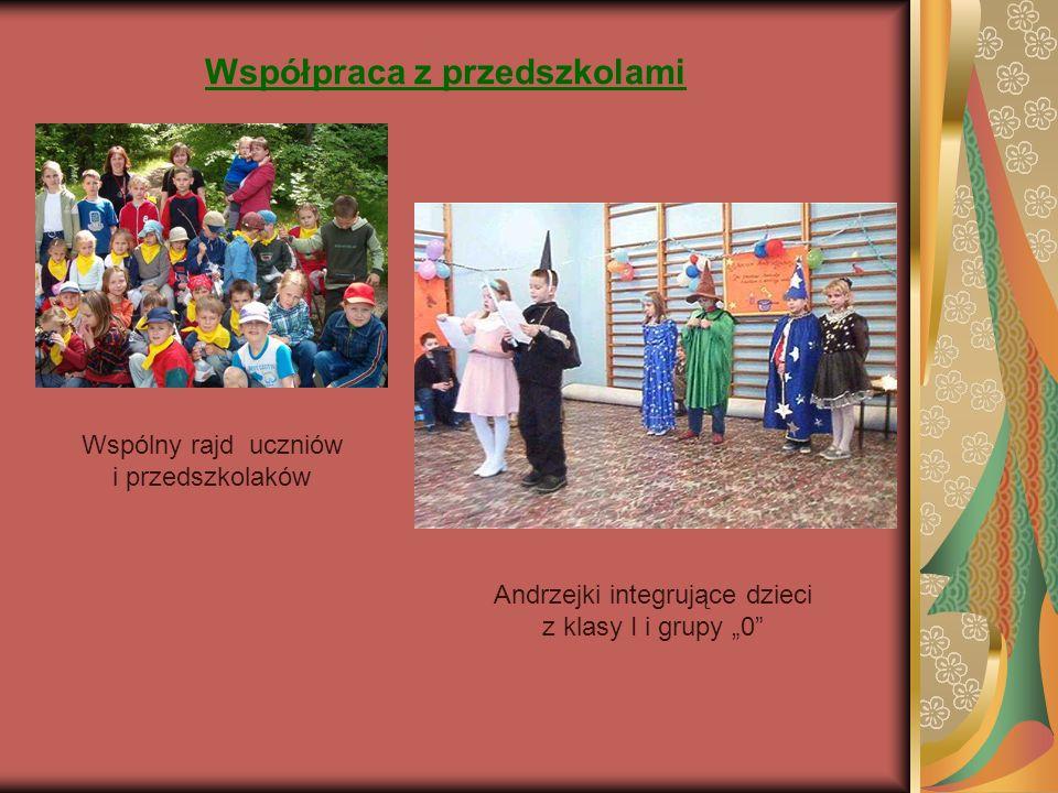 Współpraca z przedszkolami Wspólny rajd uczniów i przedszkolaków Andrzejki integrujące dzieci z klasy I i grupy 0