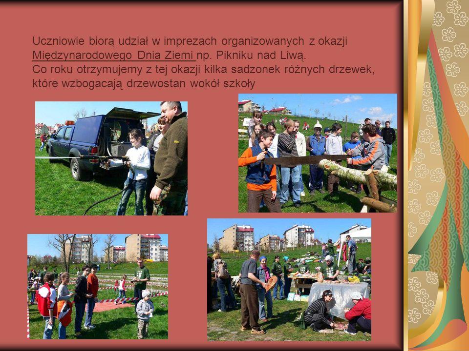 Uczniowie biorą udział w imprezach organizowanych z okazji Międzynarodowego Dnia Ziemi np.
