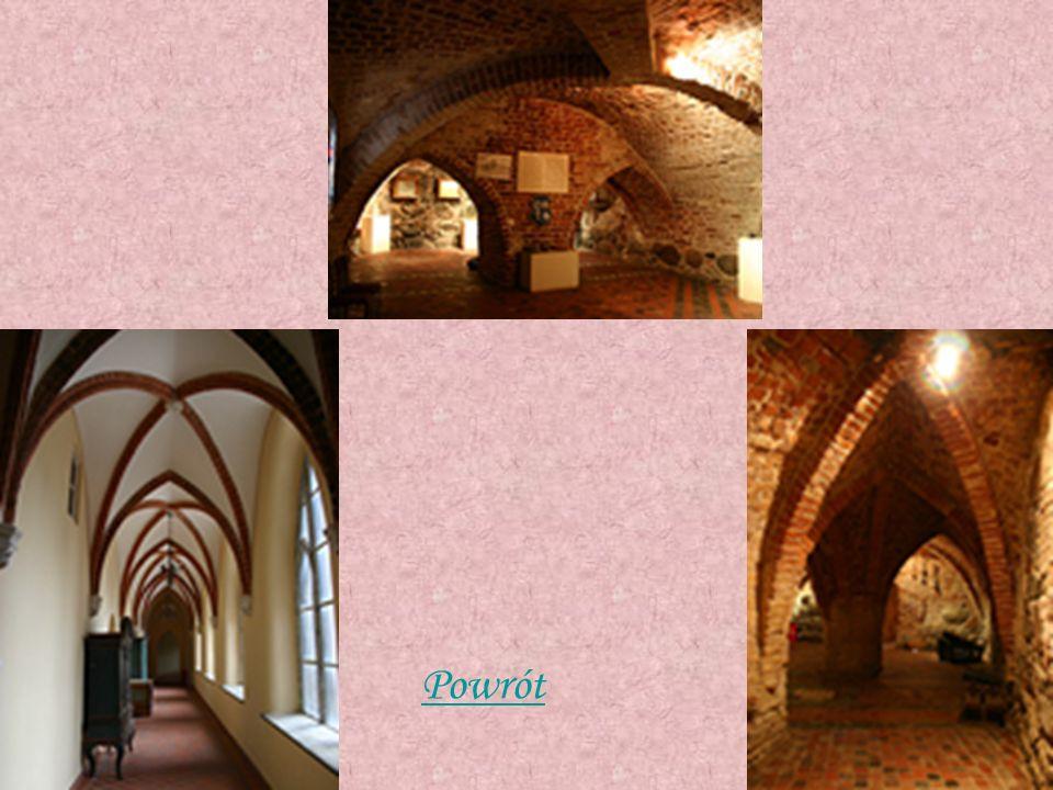 Koszary wojskowe Neogotyckie, zbudowane w połowie XIX wieku z czerwonej cegły na wzór gotyckiego zamczyska (ul.