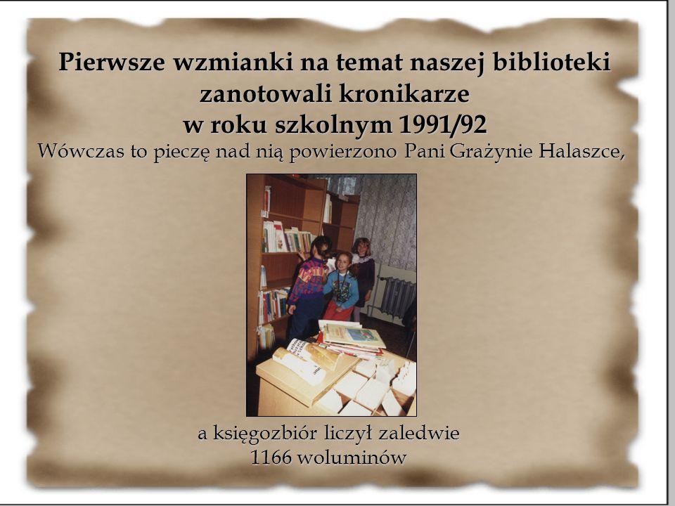 Pierwsze wzmianki na temat naszej biblioteki zanotowali kronikarze w roku szkolnym 1991/92 Wówczas to pieczę nad nią powierzono Pani Grażynie Halaszce