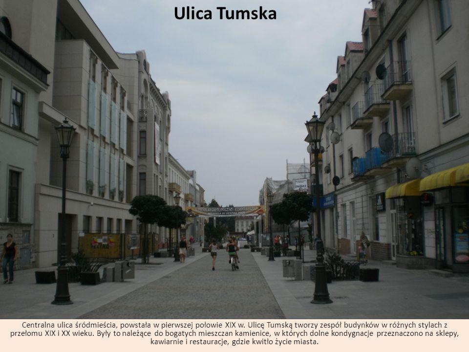 Ulica Tumska Centralna ulica śródmieścia, powstała w pierwszej połowie XIX w. Ulicę Tumską tworzy zespół budynków w różnych stylach z przełomu XIX i X