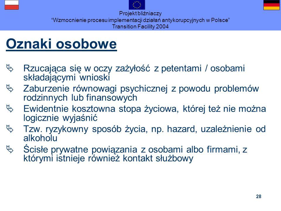 Projekt bliźniaczy Wzmocnienie procesu implementacji działań antykorupcyjnych w Polsce Transition Facility 2004 28 Oznaki osobowe Rzucająca się w oczy
