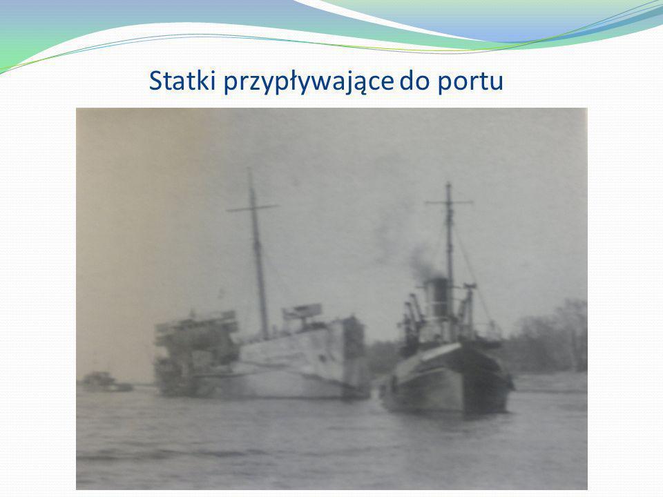 Statki przypływające do portu