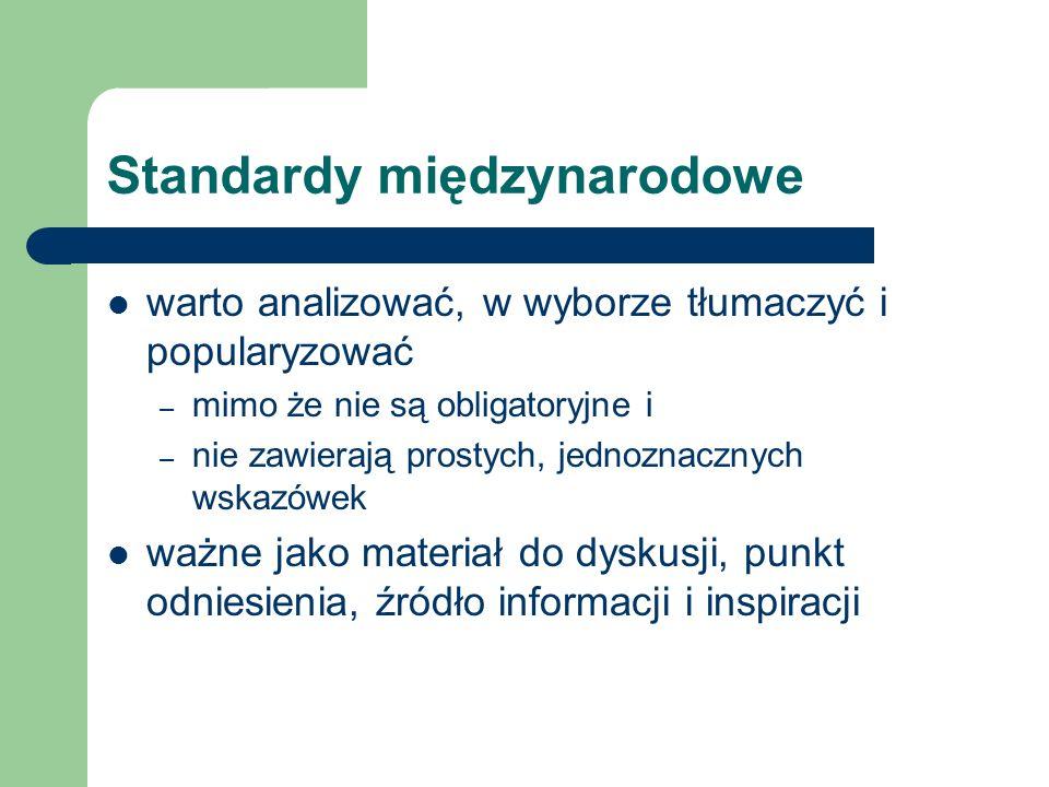 Standardy międzynarodowe warto analizować, w wyborze tłumaczyć i popularyzować – mimo że nie są obligatoryjne i – nie zawierają prostych, jednoznaczny