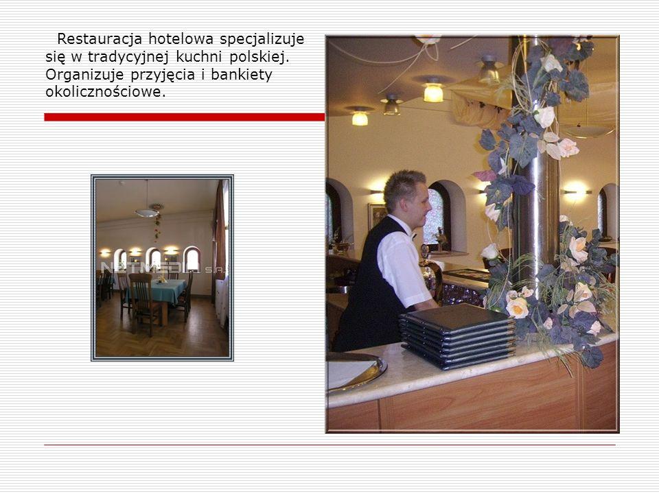 Restauracja hotelowa specjalizuje się w tradycyjnej kuchni polskiej. Organizuje przyjęcia i bankiety okolicznościowe.