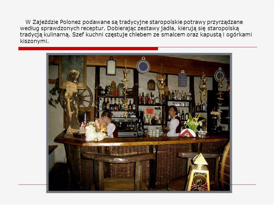 W Zajeździe Polonez podawane są tradycyjne staropolskie potrawy przyrządzane według sprawdzonych receptur. Dobierając zestawy jadła, kierują się staro