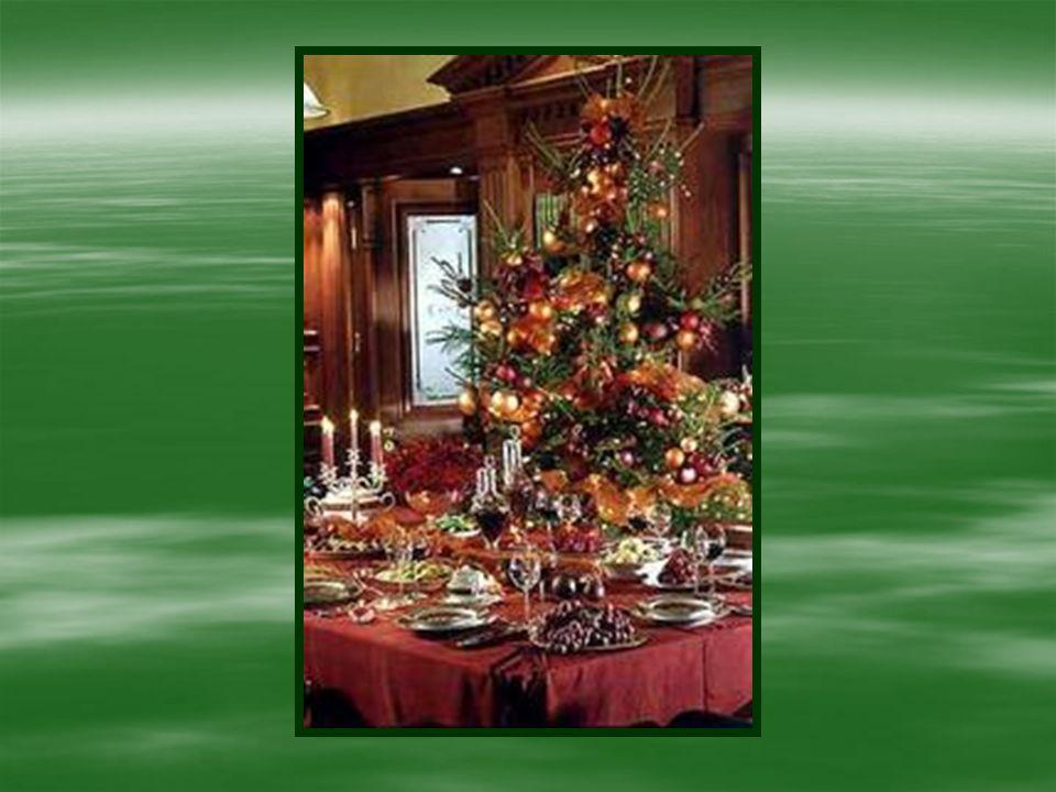 Każdego roku w okresie przedświątecznym w Zespole Szkół Zawodowych i Ogólnokształcących w Biłgoraju, uczniowie klas gastronomiczno – hotelarskich przygotowują Każdego roku w okresie przedświątecznym w Zespole Szkół Zawodowych i Ogólnokształcących w Biłgoraju, uczniowie klas gastronomiczno – hotelarskich przygotowują Wystawę potraw i dekoracji wigilijnych.