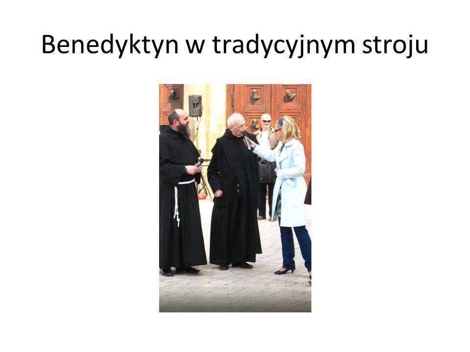 Benedyktyn w tradycyjnym stroju