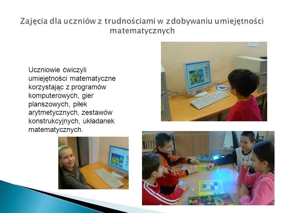 Uczniowie ćwiczyli umiejętności matematyczne korzystając z programów komputerowych, gier planszowych, piłek arytmetycznych, zestawów konstrukcyjnych, układanek matematycznych.