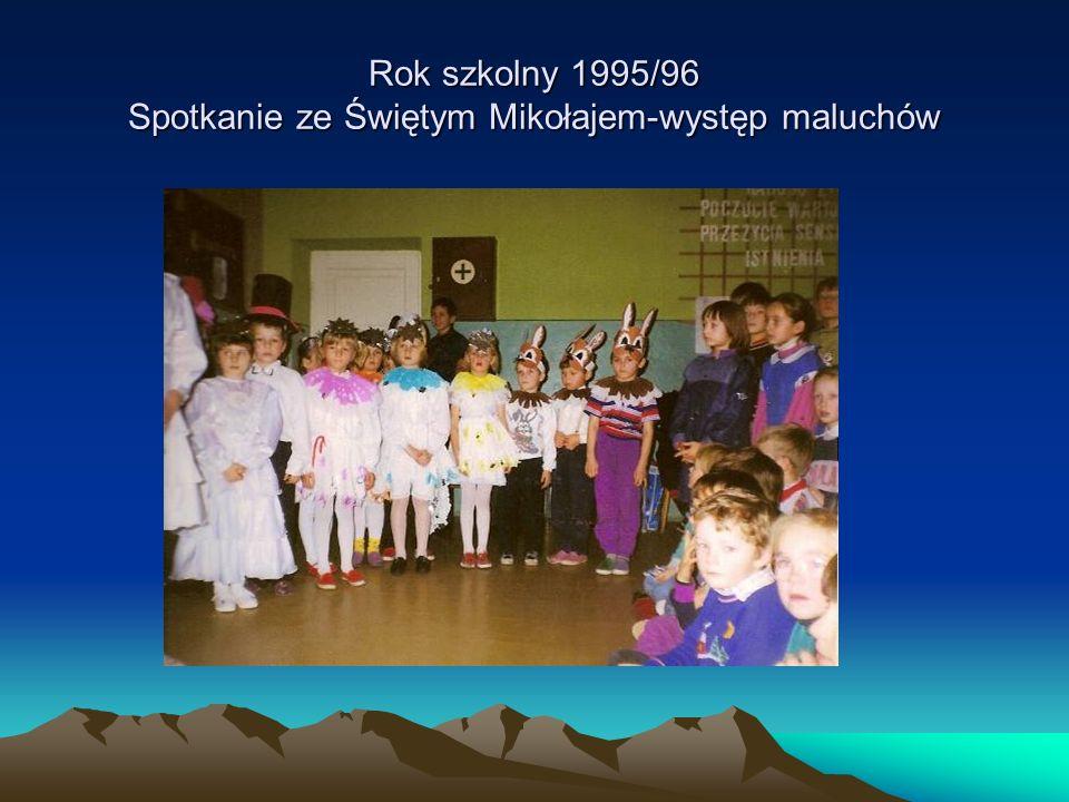 Rok szkolny 1995/96 Spotkanie ze Świętym Mikołajem-występ maluchów