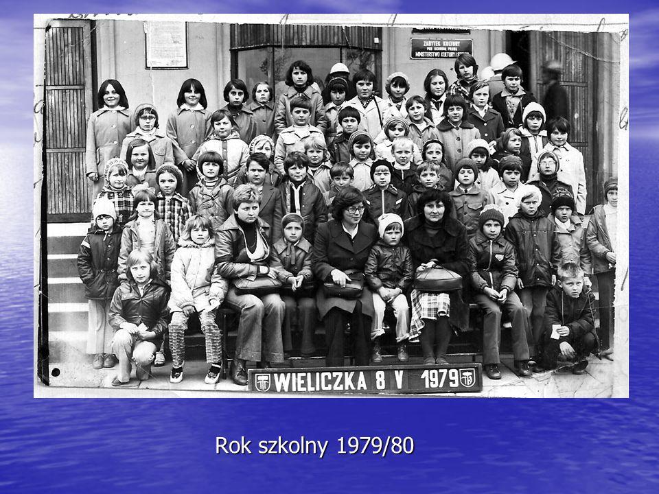 Rok szkolny 1982/83 Dąbrowianki przed występem w Stroniu
