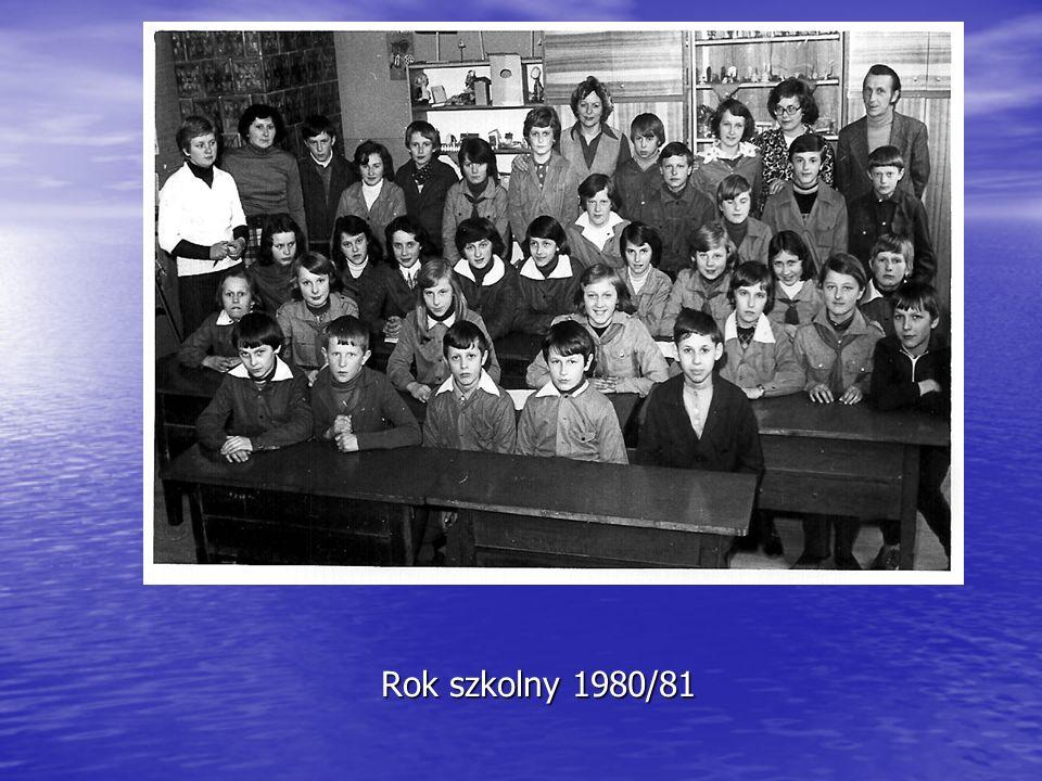 Rok szkolny 1992/93 Pani Krysia ze swoimi maluchami