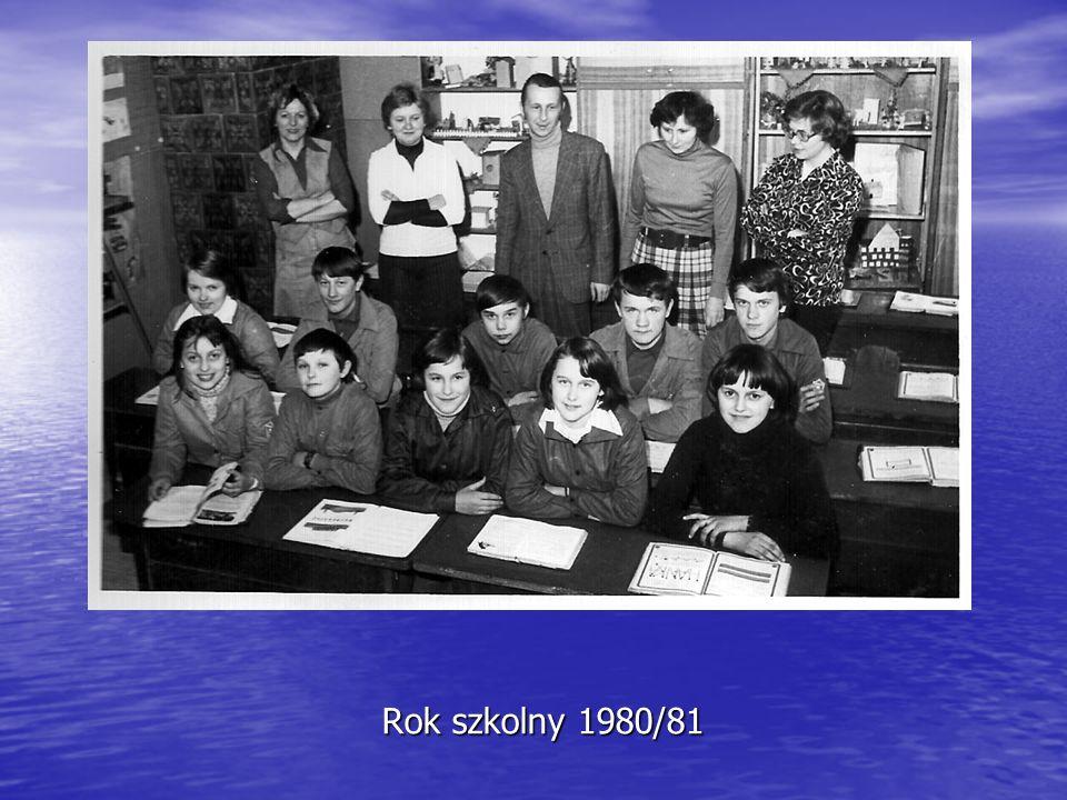 Rok szkolny 1992/93 Chłopcy klasy III oraz P. Haranek zastanawiali się jak pomóc zwierzętom w zimie