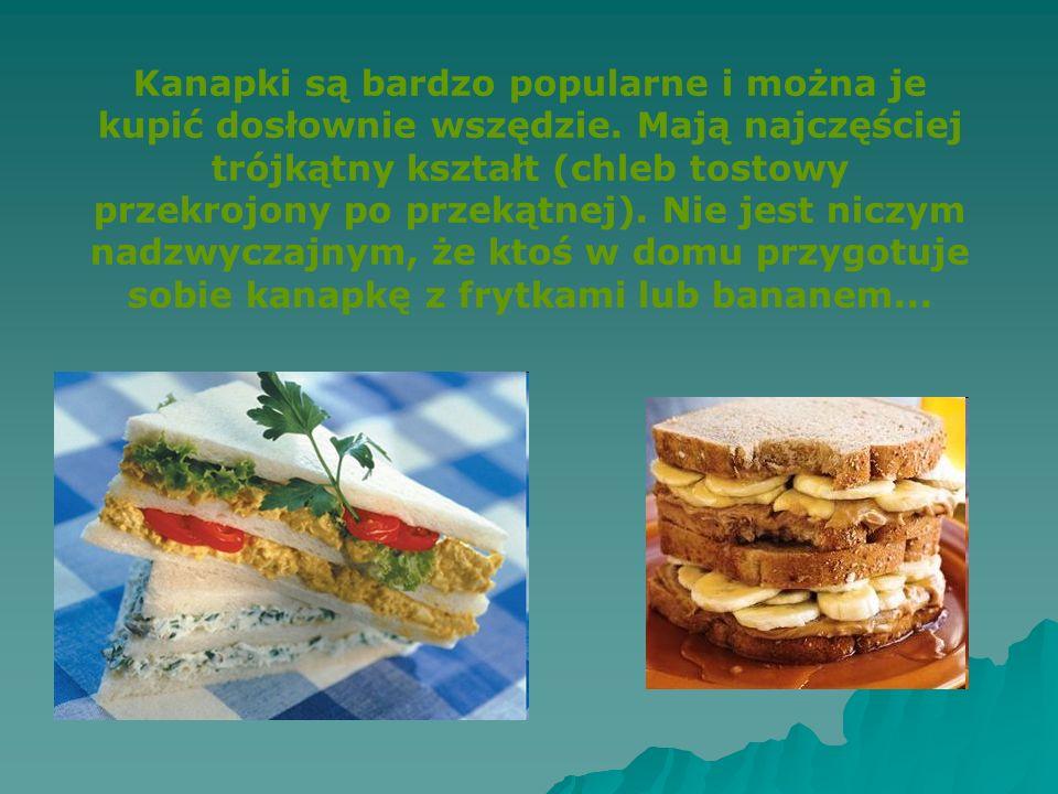 Kanapki są bardzo popularne i można je kupić dosłownie wszędzie. Mają najczęściej trójkątny kształt (chleb tostowy przekrojony po przekątnej). Nie jes