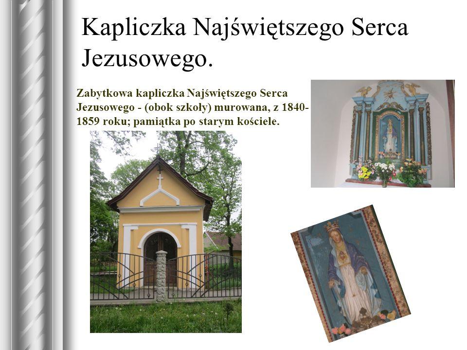 Kapliczka Najświętszego Serca Jezusowego. Zabytkowa kapliczka Najświętszego Serca Jezusowego - (obok szkoły) murowana, z 1840- 1859 roku; pamiątka po