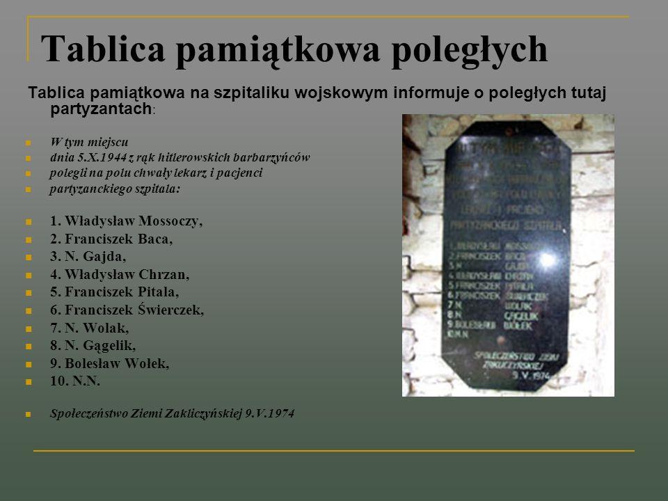 Tablica pamiątkowa poległych Tablica pamiątkowa na szpitaliku wojskowym informuje o poległych tutaj partyzantach : W tym miejscu dnia 5.X.1944 z rąk h