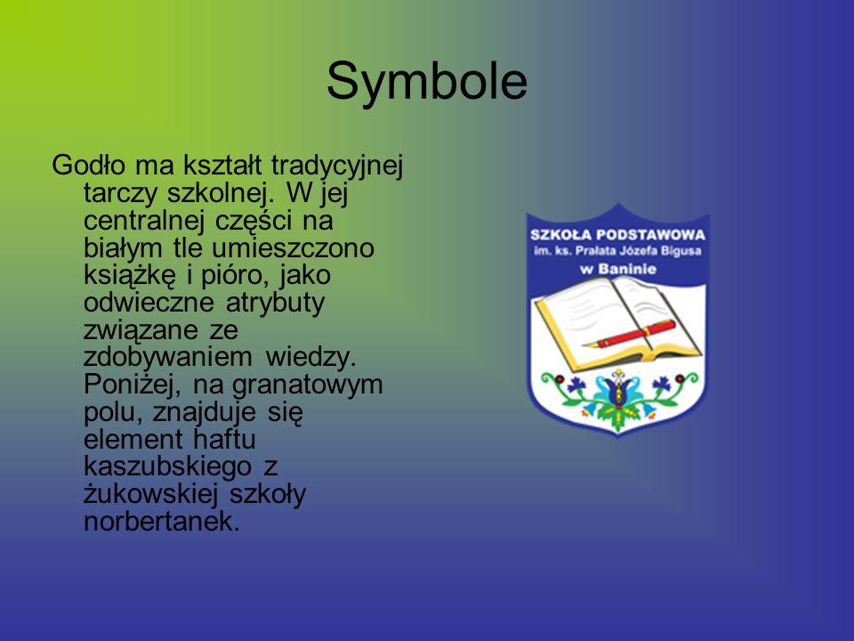 Symbole Godło ma kształt tradycyjnej tarczy szkolnej. W jej centralnej części na białym tle umieszczono książkę i pióro, jako odwieczne atrybuty związ