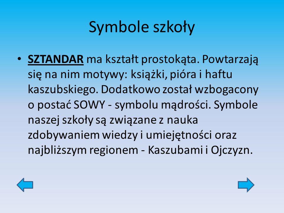 Symbole szkoły SZTANDAR ma kształt prostokąta. Powtarzają się na nim motywy: książki, pióra i haftu kaszubskiego. Dodatkowo został wzbogacony o postać