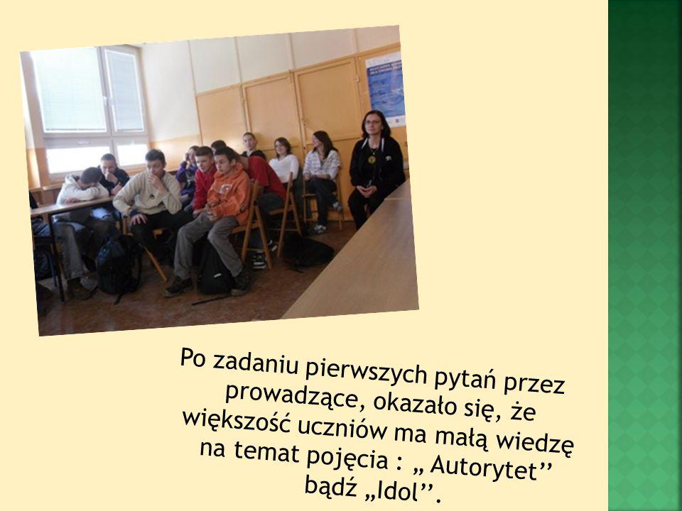 Po zadaniu pierwszych pytań przez prowadzące, okazało się, że większość uczniów ma małą wiedzę na temat pojęcia : Autorytet bądź Idol.