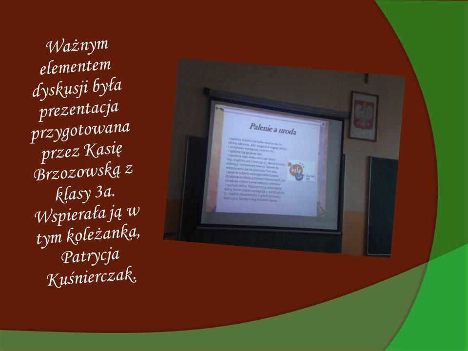 Ważnym elementem dyskusji była prezentacja przygotowana przez Kasię Brzozowską z klasy 3a. Wspierała ją w tym koleżanka, Patrycja Kuśnierczak.
