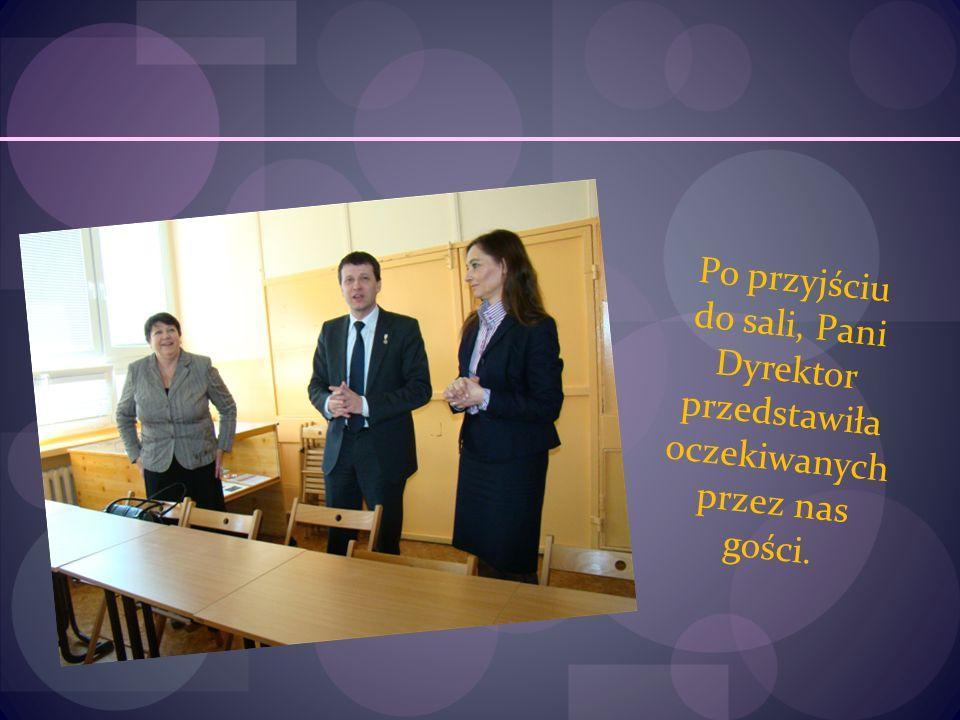 Po przyjściu do sali, Pani Dyrektor przedstawiła oczekiwanych przez nas gości.
