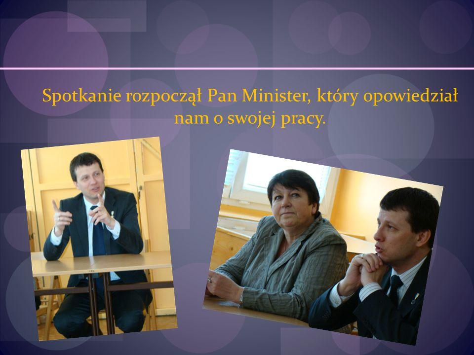 Spotkanie rozpoczął Pan Minister, który opowiedział nam o swojej pracy.