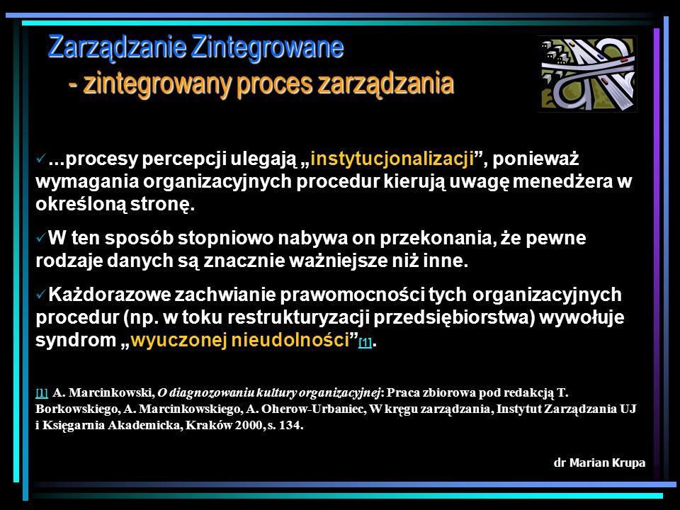 Zarządzanie Zintegrowane - zintegrowany proces zarządzania dr Marian Krupa CAŁOŚĆ Zintegrowany proces zarządzania (ZPZ) traktuje przedsiębiorstwo jako