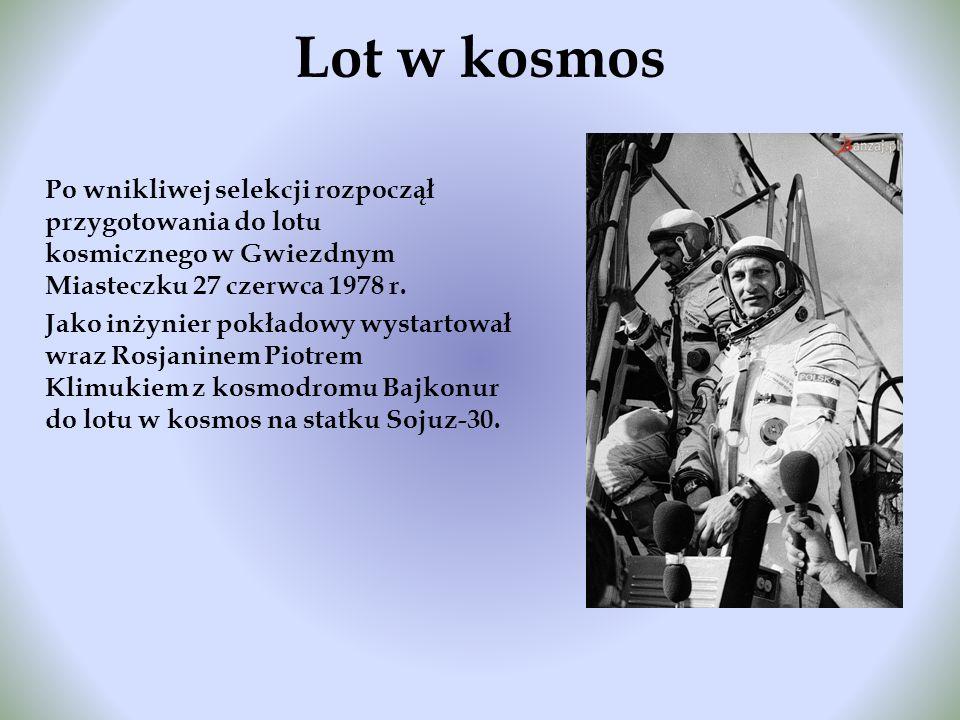 Lot w kosmos Po wnikliwej selekcji rozpoczął przygotowania do lotu kosmicznego w Gwiezdnym Miasteczku 27 czerwca 1978 r. Jako inżynier pokładowy wysta