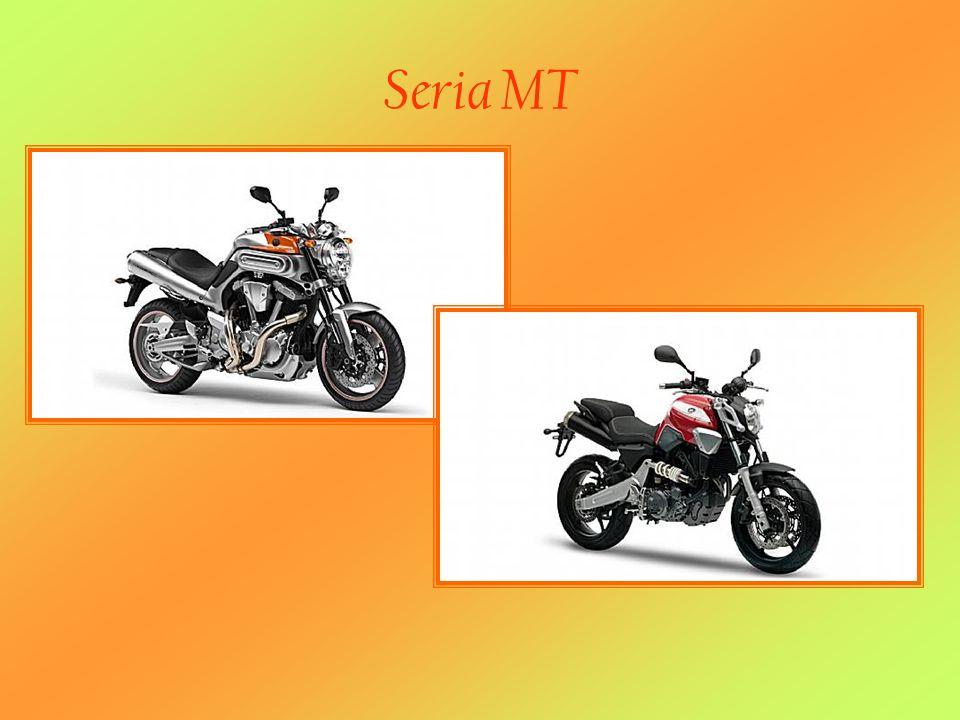 MT-01 MT-01 - Uwolnij pulsującą moc Koncept jest wprost genialny – unikalny silnik w układzie V o pojemności 1.670cc osadzony w sportowej ramie aluminiowej na bazie zawieszenia motocykli supersport.