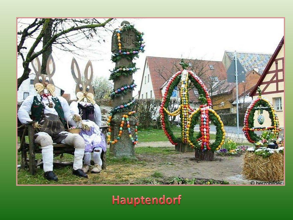 W Szwajcarii Frankońskiej kultywuje się zwyczaj zdobienia przed Wielkanocą studni kolorowymi jajkami, wstążkami, girlandami, gałązkami świerkowymi i i