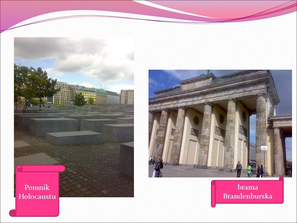 Później udaliśmy się metrem pod pomnik Holocaustu i chyba najbardziej znany zabytek w Berlinie- Bramę Brandenburską, gdzie zrobiliśmy sobie zdjęcia z żołnierzami.