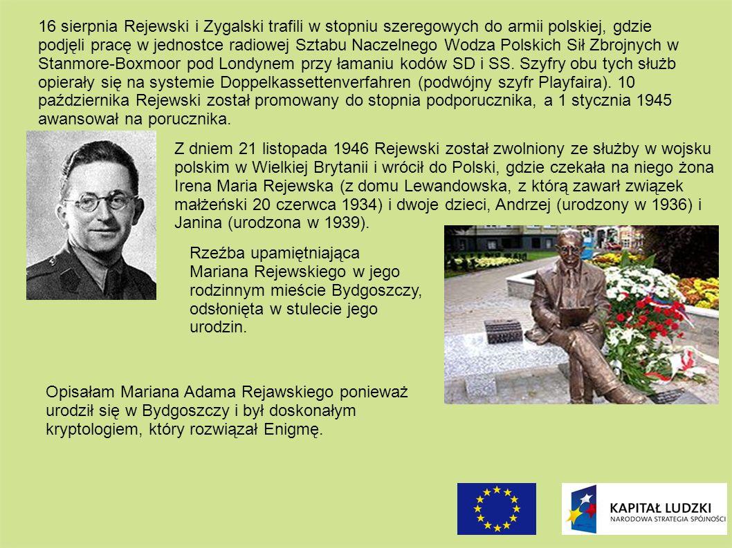 Rzeźba upamiętniająca Mariana Rejewskiego w jego rodzinnym mieście Bydgoszczy, odsłonięta w stulecie jego urodzin. Z dniem 21 listopada 1946 Rejewski