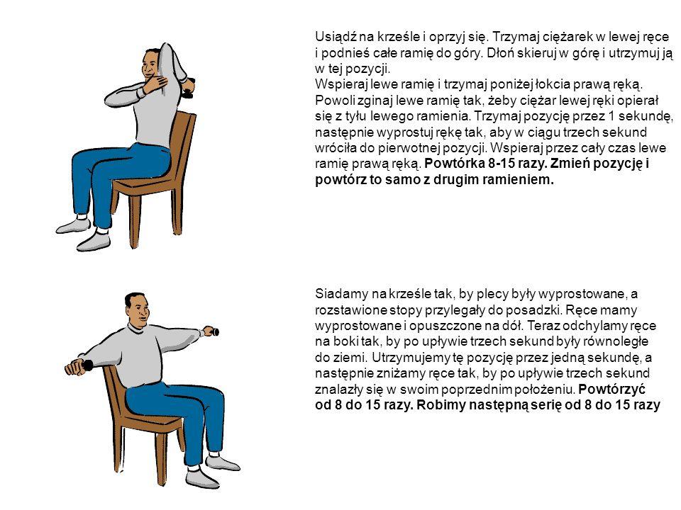 Usiądź na krześle i oprzyj się. Trzymaj ciężarek w lewej ręce i podnieś całe ramię do góry. Dłoń skieruj w górę i utrzymuj ją w tej pozycji. Wspieraj