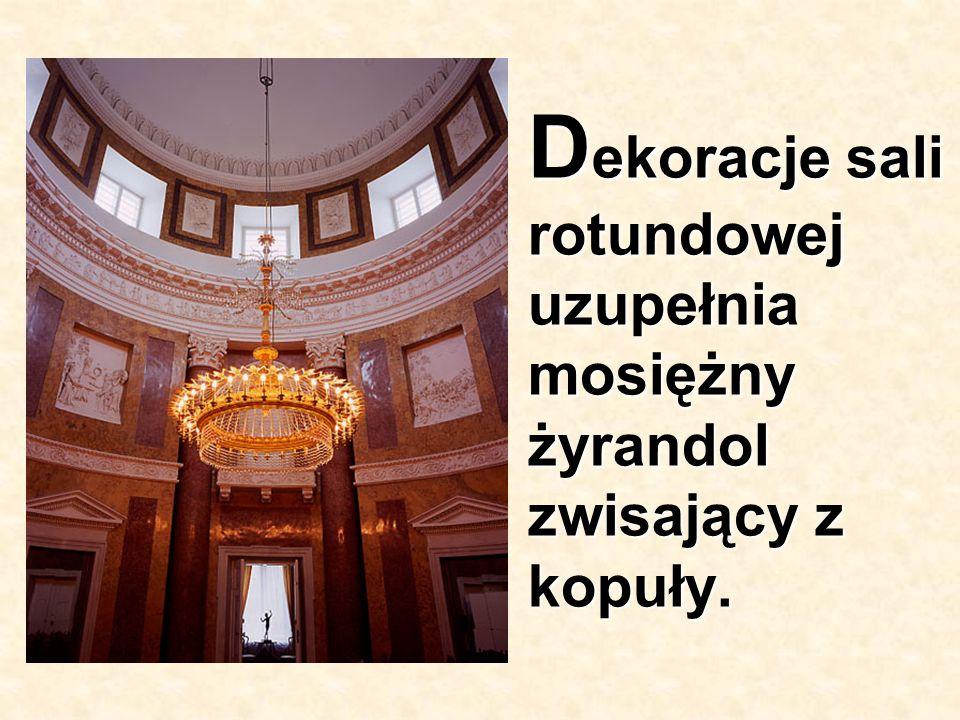 D ekoracje sali rotundowej uzupełnia mosiężny żyrandol zwisający z kopuły.