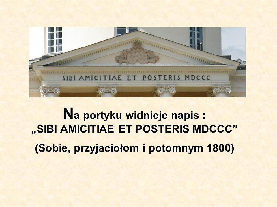 N a portyku widnieje napis : SIBI AMICITIAE ET POSTERIS MDCCC (Sobie, przyjaciołom i potomnym 1800)