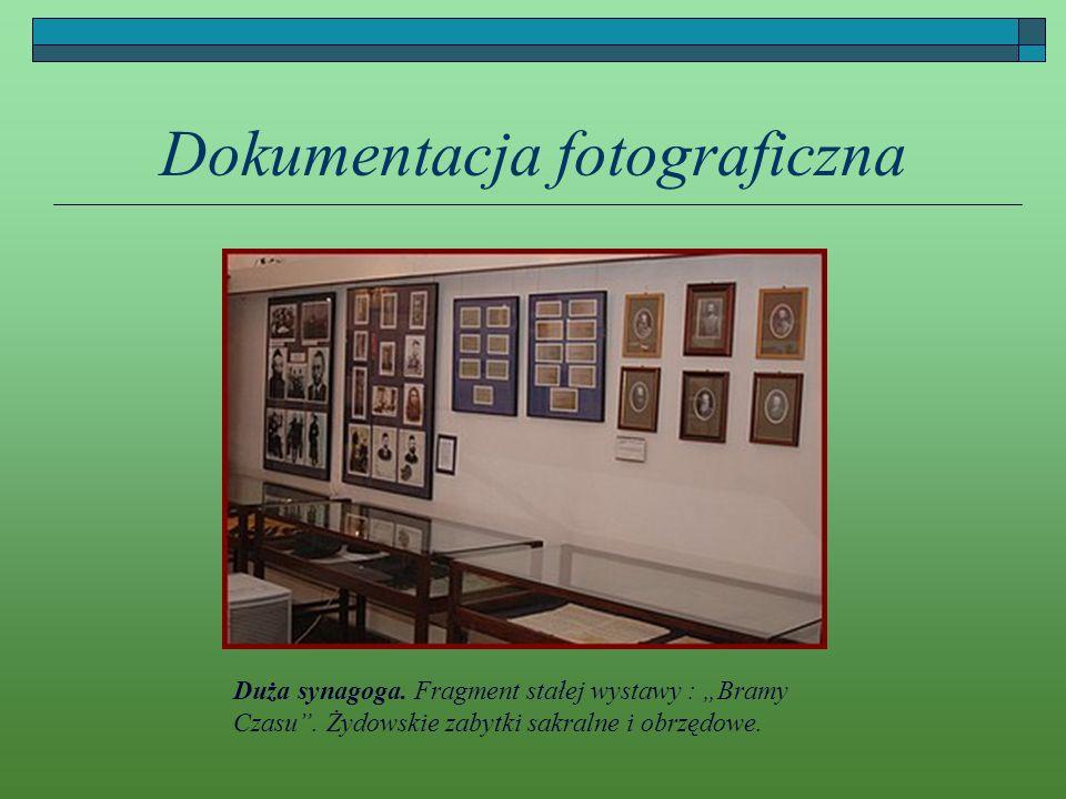 Dokumentacja fotograficzna Duża synagoga. Fragment stałej wystawy : Bramy Czasu. Żydowskie zabytki sakralne i obrzędowe.