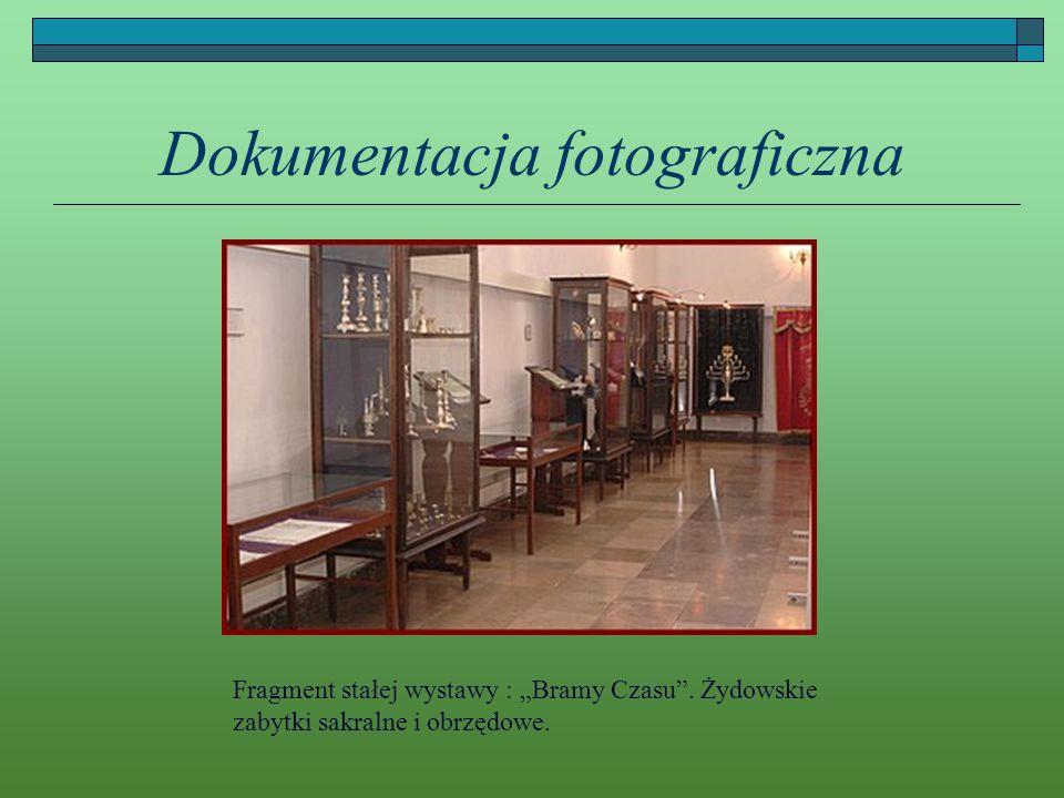 Dokumentacja fotograficzna Fragment stałej wystawy : Bramy Czasu. Żydowskie zabytki sakralne i obrzędowe.