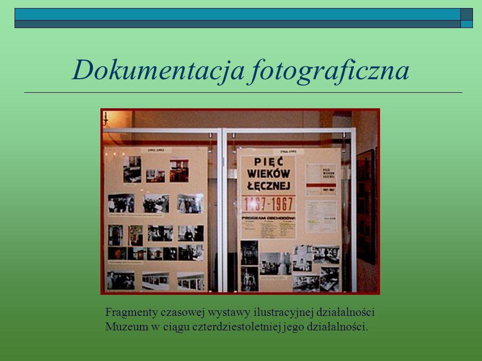 Dokumentacja fotograficzna Fragmenty czasowej wystawy ilustracyjnej działalności Muzeum w ciągu czterdziestoletniej jego działalności.