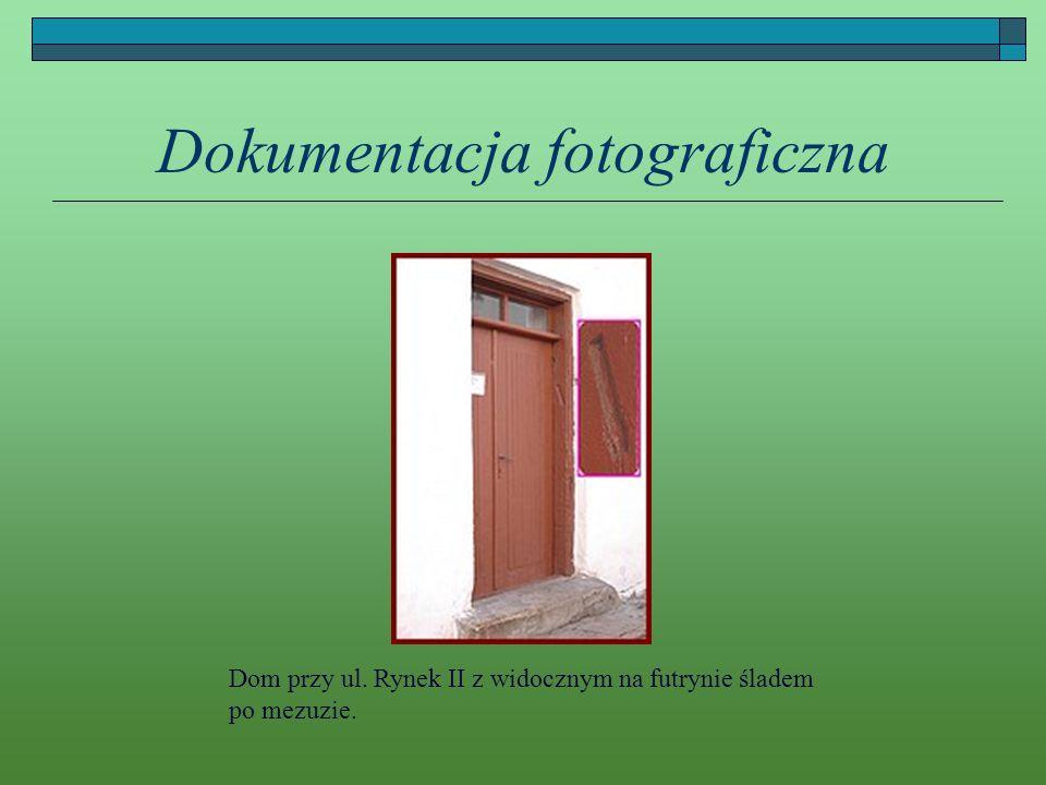 Dokumentacja fotograficzna Dom przy ul. Rynek II z widocznym na futrynie śladem po mezuzie.