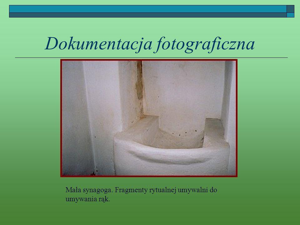 Dokumentacja fotograficzna Mała synagoga. Fragmenty rytualnej umywalni do umywania rąk.
