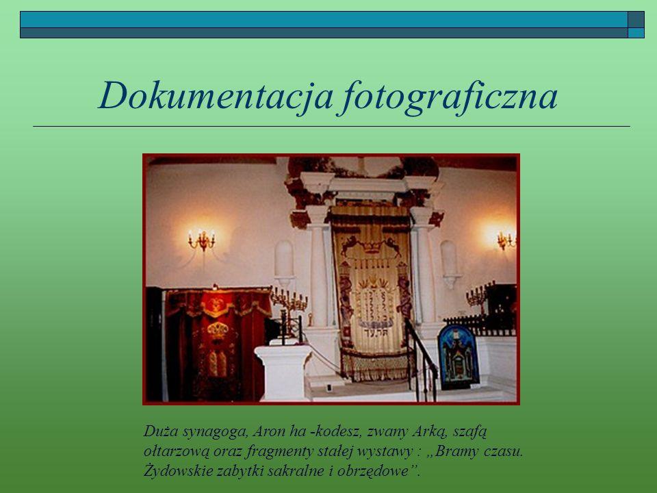Dokumentacja fotograficzna Duża synagoga, Aron ha -kodesz, zwany Arką, szafą ołtarzową oraz fragmenty stałej wystawy : Bramy czasu. Żydowskie zabytki